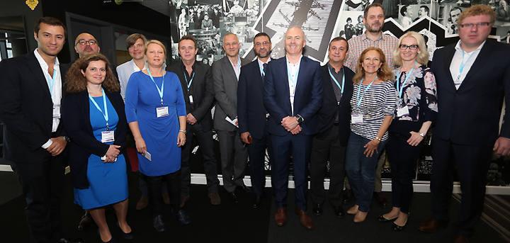 Federico Llano con el resto de miembros del Comité.